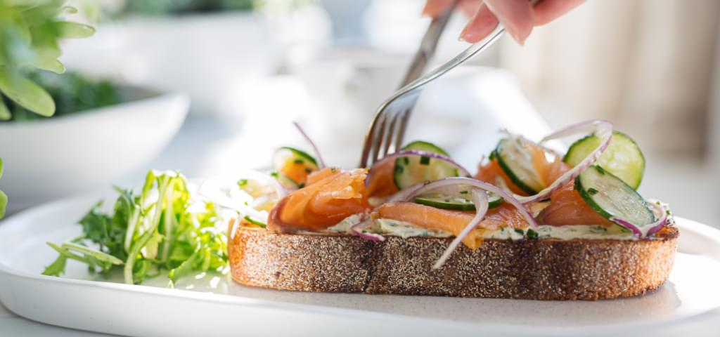 Smoked salmon with cucumbers on toast.